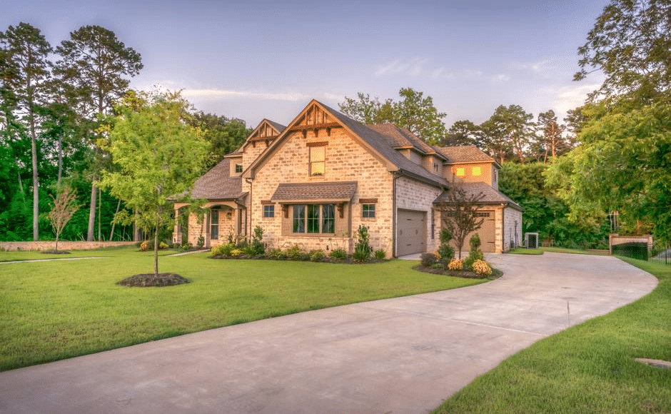 5 Telltale Signs You Need to Invest in Driveway Repair